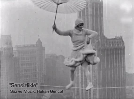 İlk Müzik Videosu: Sensizlikle